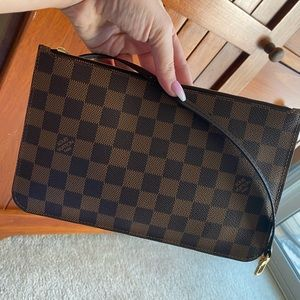 Looking to sell this beautiful Louis Vuitton